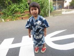 孫のみちるも2歳からずーと草履です。草履は子供の土踏まずが出来て脳の発達に良いとか