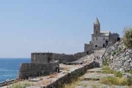 断崖絶壁に建つサン・ピエトロ教会・13世紀の物