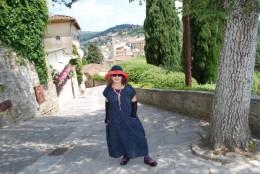 雪ん子絣ワンピースを着ていましたが、絣は絶対的に日本の風土の方が映えるような気がしました