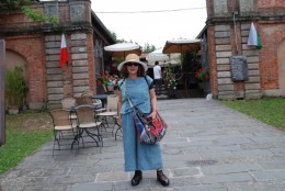 城壁入り口にあるレストラン。高いのかと思ったら、意外と安い。大きなピザが6ユーロ。日本円で850円。美味しかった!