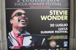 町の中に、ポスターが。スピーデイー・ワンダーが7月20日・ルッカのサマーフェスティバルに来るという。聴きたいなー。
