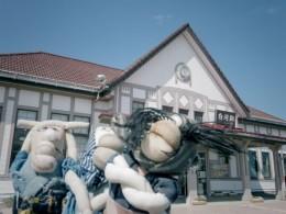 白河駅舎。「大正10年に建てられた木造建築でってよー」「レトロで好いべなー」