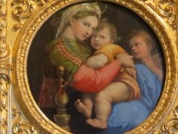 ラフアエロ「小椅子の聖母」。目の前で鑑賞出来ました。マリアのモデルはラフアエロの恋人と言われています。感動!