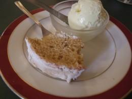 ドルチェセット。トウモロコシのアイスとシフォンケーキ