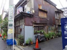 お洒落な街の一角の住宅。なんか頑張っていて、こういうの好きです。