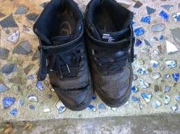重さ1,2キロの靴をはいて、鍛えています。もう10年履いているので、ボロボロ。
