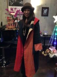 ユキさんに私の紅花コートを着てもらいました。重いかと思って着たら、以外に軽いので、びっくりしていました。