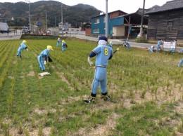 野球をしている少年たち