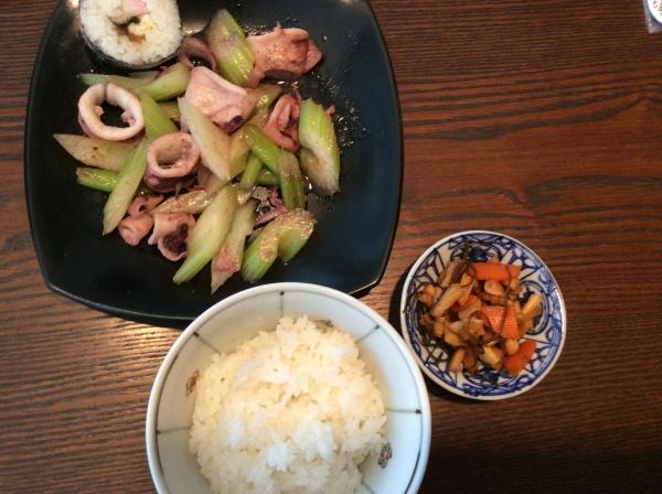 ランチ。セロリと、イカの炒め物。