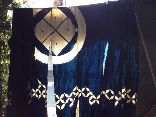 暖簾。武田菱。9幅。大きな商家だったのでしょうね。