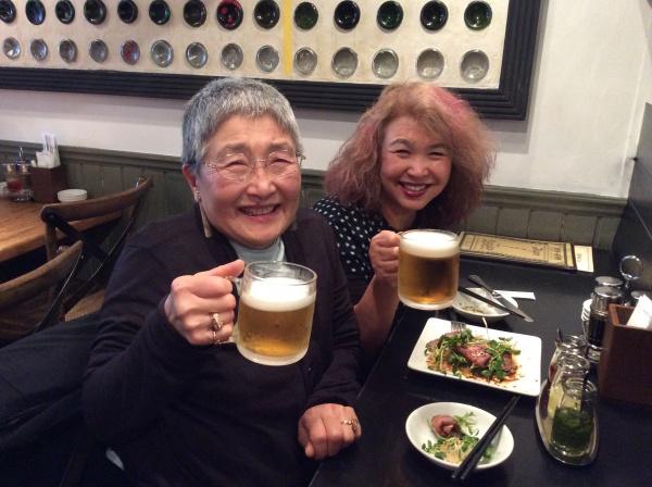 しのぶさんとビールで乾杯!