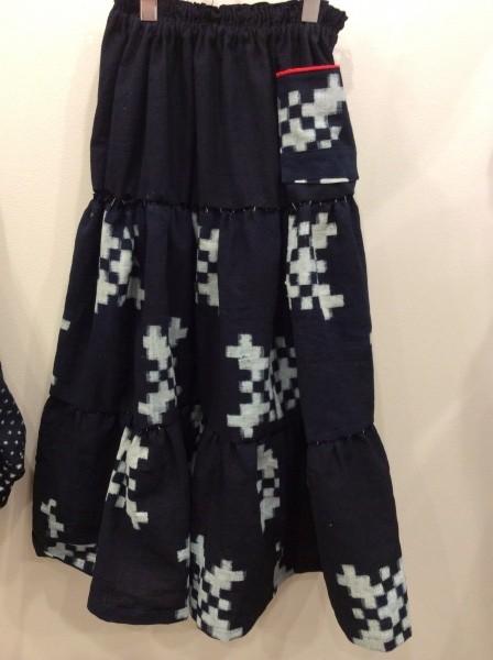 夕方には、スカートの仮縫出来た。久留米絣。ブロック模様。