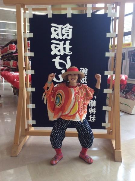 福島駅に着きました。鯉のぼりの服に視線がチカチカ!