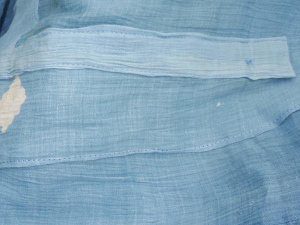 綺麗な麻着物でしたが穴あきが多く、共布で補修しました。却っていい感じに仕上がりました。 涼しい! パンツは木綿奉納旗。