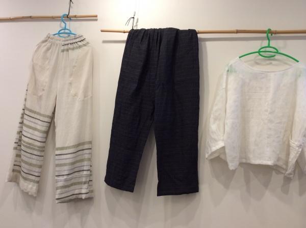 オーソドックスな麻パンツ。能登上布と昔懐かしい縮みです。