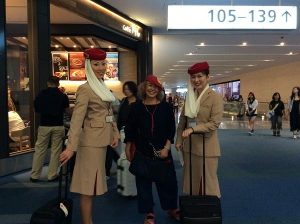 エミレーツ航空のCAの方と一緒に。