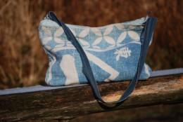 四国土佐の闘犬に掛ける布。織り方が珍しい。