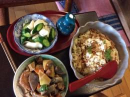 タケノコご飯。 忙しいのに、オーナーの君子さん良く作りますね。 美味しくて、感心します。