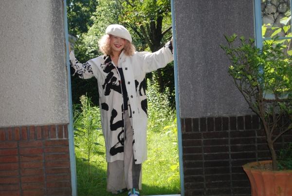 明治時代奉納旗より。 コート。単衣仕立てなので、季節の変わり目には便利です。