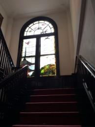 鳩山会館のステンドグラス。