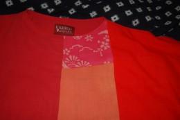 紅花染め桜の型染を襟元に付けてみました。 後ろに桜紅花染めを1本スーッと。