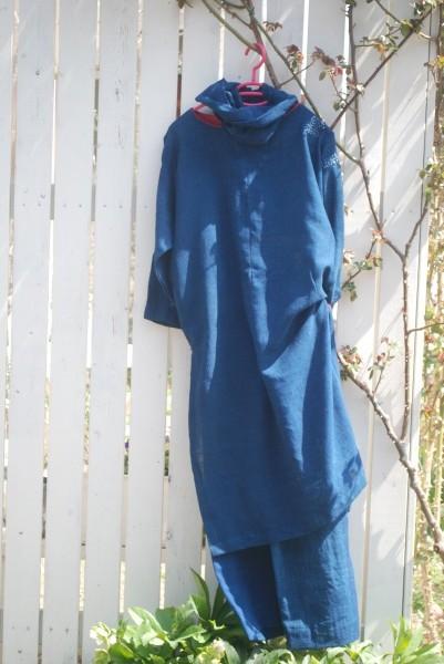 木綿藍染め蚊帳よりパンツとロングブラウス。 定番中の定番。 シンプルで一番好きなデザインと色です。