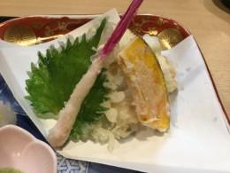 穴子の天ぷら。昨晩お隣の席の方が注文していた。 美味しそうだったが、お腹がいっぱいで食べれそうもなかった。