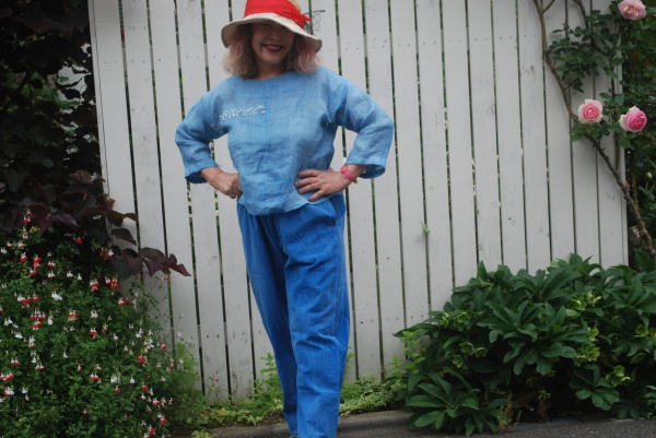 ブラウスは上布(麻)の男着物より。 パンツはブルーの幕木綿より。