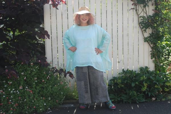 麻上布紋付着物より。 ペパーミントの色。 ワイドパンツは墨染の上布着物より。 とにかく爽やか! 涼しい!