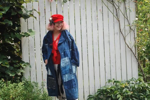 襤褸布団より。 帽子はZARAの1500円バーゲン。 赤セーターはZARA.1900円。ZARA.の赤は私が好きな赤です。 スペインの赤。 撮影めちゃくちゃ暑い。