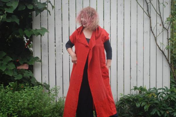 紅花染めロングベスト