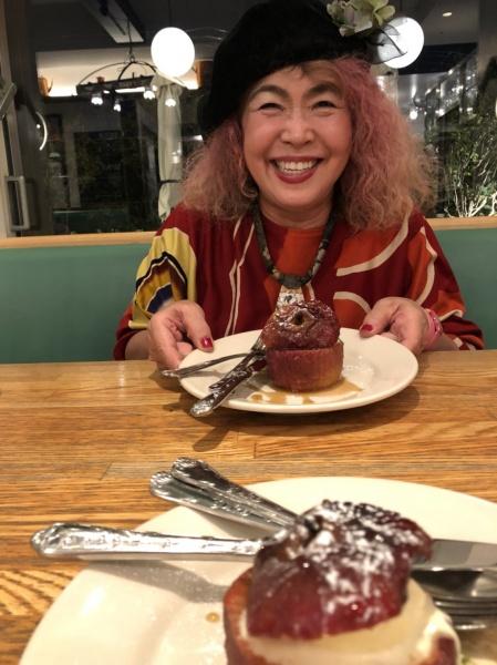 美味しいもの食べる時の、幸せそうな顔。