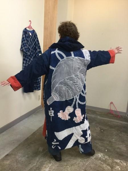 法螺貝の筒描き夜着より。 20年以上着てますね。 金沢での個展にお買い上げくれました。