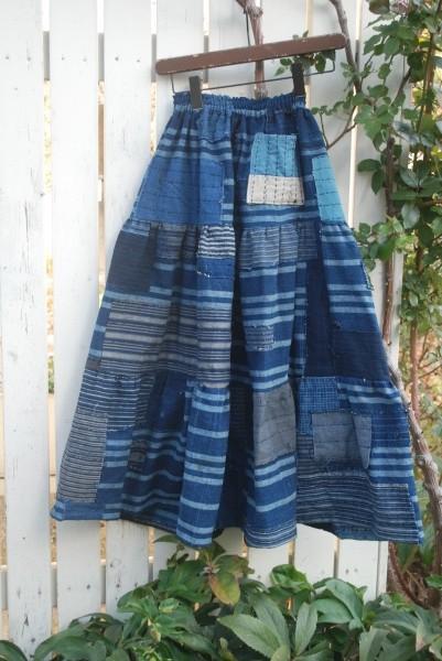 襤褸布団からテイヤードスカート。 これは若い女性に着て貰いたいですね。