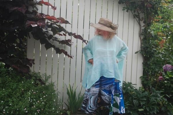 ペパーミント色です。 上布着物より。 下のサルエルパンツは大漁旗カツオの模様。