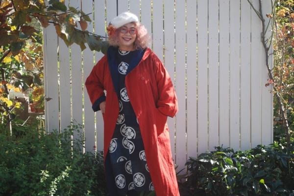紅花染めフードコートと着てみました。