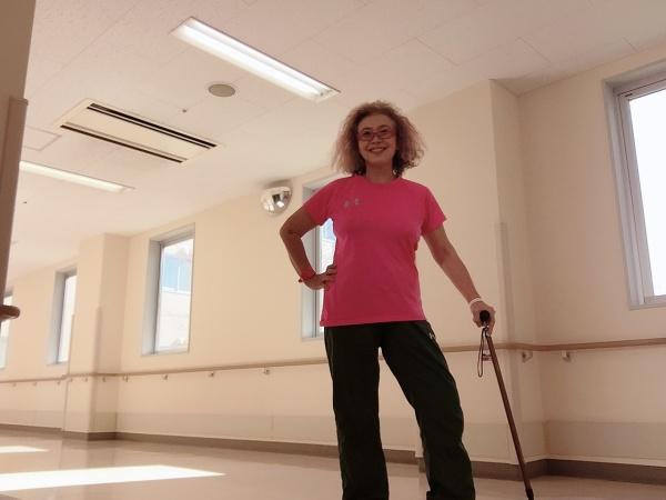 UNDER ARMOURのスポーツウエアを着て、アスリート気分で、リハビリー室へ。