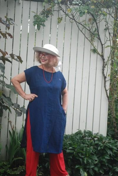 なんといっても、藍無地の木綿蚊帳が一番好き。 飽きが来ない。 夏、すずしいよ。