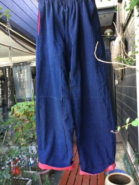 縞布団から。 裾にベニ花染めをつけました