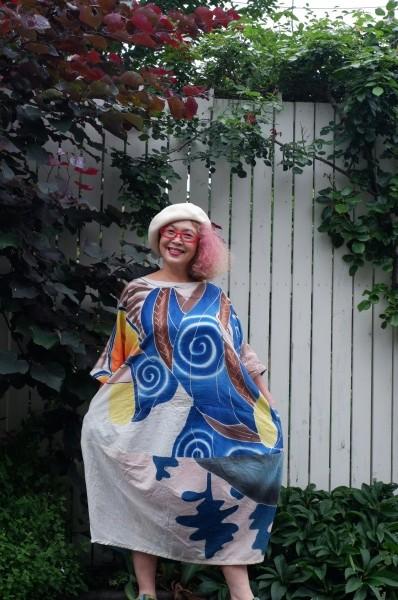 フラフとは高知県土佐に伝わる祝い節句旗。 薄手の木綿で、大きさが10メートル程もあります。 全て手描き。 モチーフは那須与一、金太郎、桃太郎、七福神などなど。 薄手なので、夏に真向き。