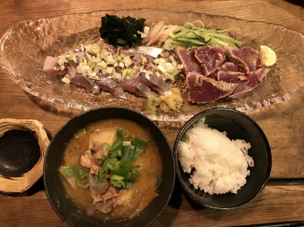 根野菜たっぷりの豚汁 お刺身 戻り鰹 鯵 手作りは唐辛子