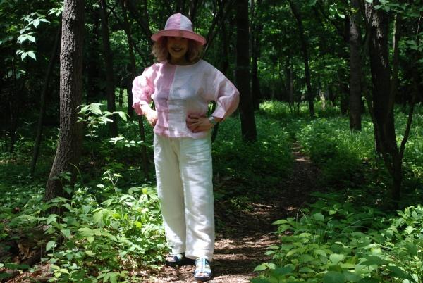 16-10 麻ピンクブラウス、帽子、白麻パンツ